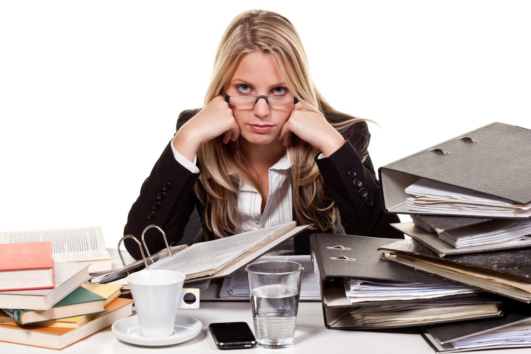 Zur Arbeitsplatzgestaltung gehoert auch die Einhaltung der Richtlinien der Arbeitssicherheit. Hier sind u.a. auch psychische Belastungen zu beruecksichtigen.